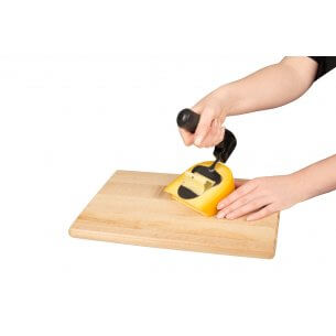 Osthyvel med ergonomiskt handtag, skonsam mot handled, rekommenderas av ergoterapeuter för personer med artrit eller tenosynovit