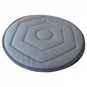 Praktisk vridbar kudde, som gör det lätt att vrida och vända sig på ett bilsäte eller en stol
