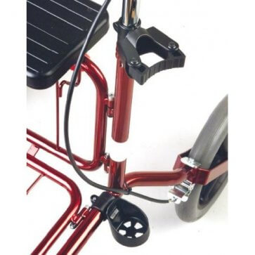 Käpphållaren kan sättas fast på båda sidorna av rollatorn